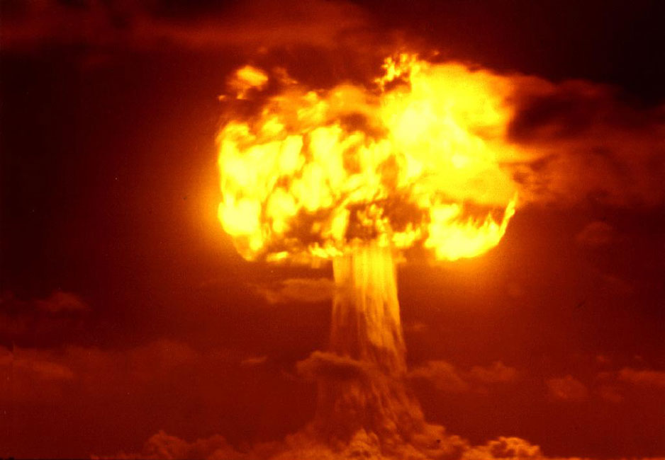 explosion nuclear fuego